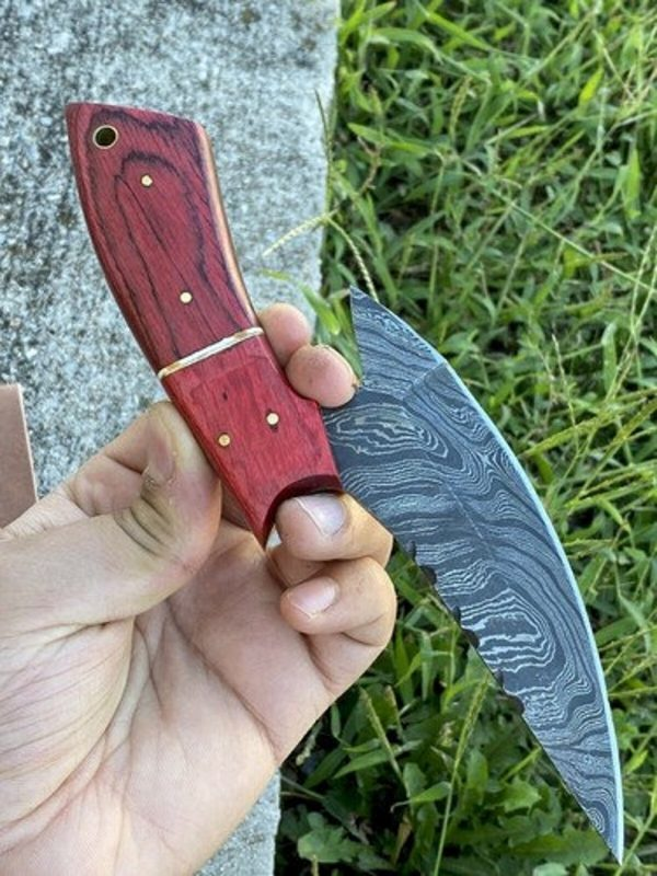Damascus Hand Forged Hunting knife Beautiful Shape